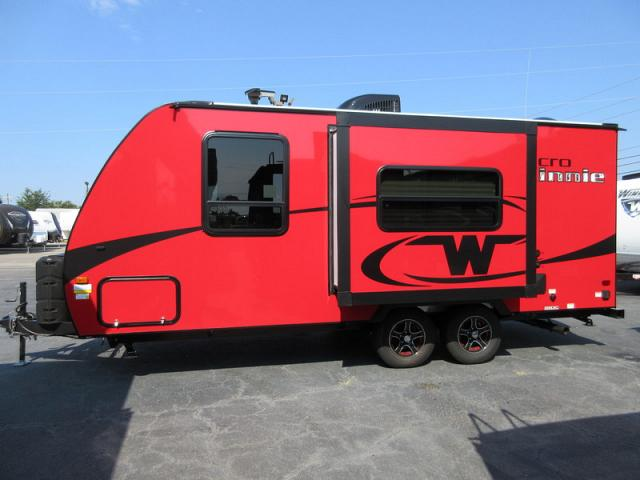Beautiful This 2018 Winnebago Micro Minnie 2106FBS Is A Striking RV With The Gorgeous Platinum Exterior Design, The Sofadinette Slide, And Queen Bed, You Will Love This Travel Trailer Just Because This Unit Is Only 21 Foot Long, Doesnt