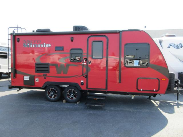 Luxury 2017 Winnebago Micro Minnie 2106DS